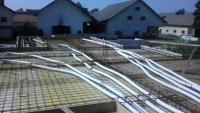 Primer vgradnje cevi za prezračevanje v betonsko ploščo